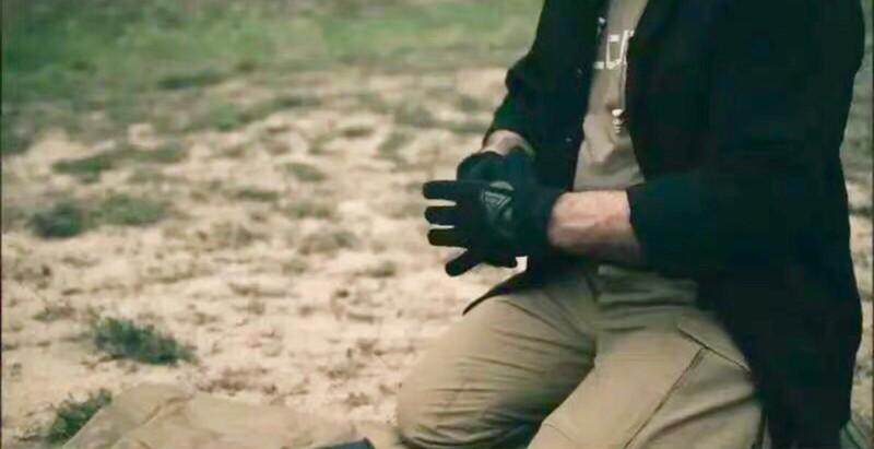"""""""专一的战术手套"""" 强袭者Direct Action轻型快脱战术手套评测"""